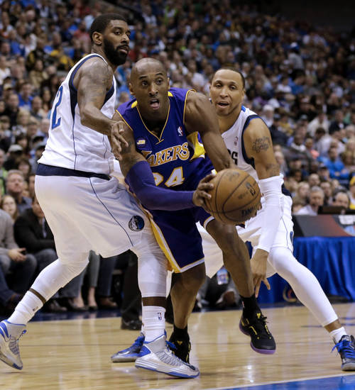 Los Angeles Lakers guard Kobe Bryant (24) drives against Dallas Mavericks&#039; O.J. Mayo, left, and Shawn Marion, right, in the first half of an NBA basketball game Sunday, Feb. 24, 2013, in Dallas. (AP Photo/Tony Gutierrez)
