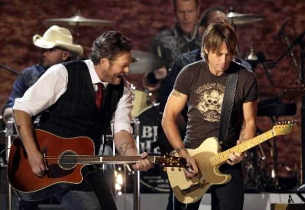 Shelton and Keith Urban perform during the Willie Nelson tribute.