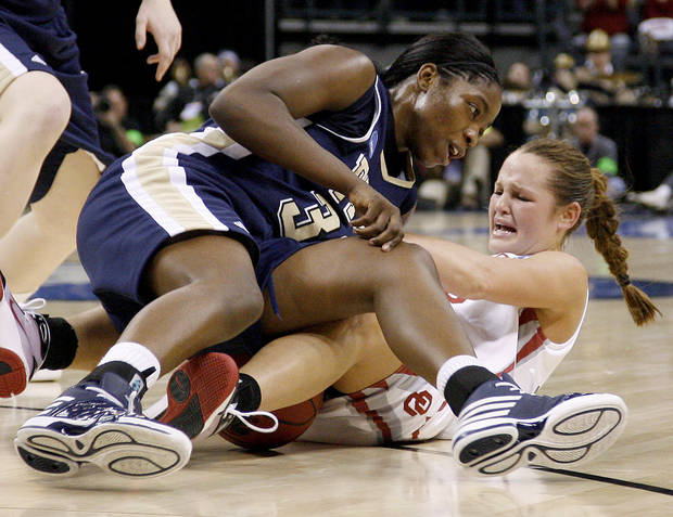 OU's Whitney Hand fights with Pittsburgh's Xenia Stewart during the NCAA women's basketball tournament game between Oklahoma and Pittsburgh at the Ford Center in Oklahoma City, Sunday, March 29, 2009.  PHOTO BY BRYAN TERRY, THE OKLAHOMAN