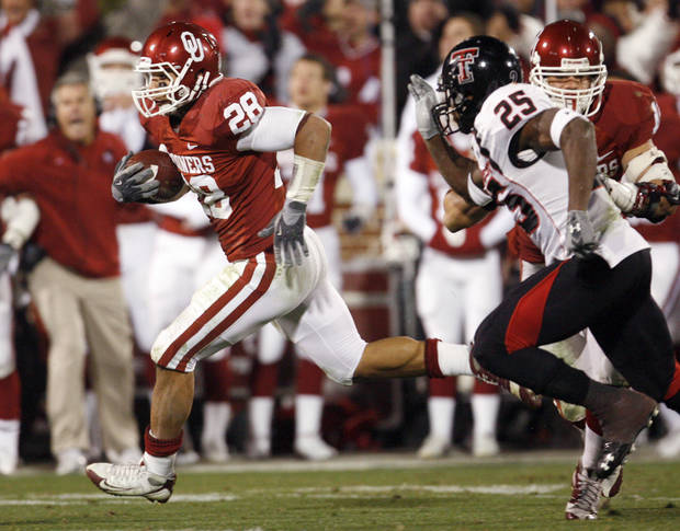 OU's Travis Lewis (28) breaks away from Baron Batch (25) of Texas Tech after Lewis intercepted a Graham Harrell pass late in the second quarter of the college football game between the University of Oklahoma Sooners and Texas Tech University at Gaylord Family -- Oklahoma Memorial Stadium in Norman, Okla., Saturday, Nov. 22, 2008. BY NATE BILLINGS, THE OKLAHOMAN