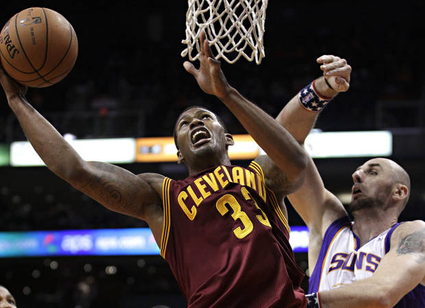 Cleveland Cavaliers' Alonzo Gee (33) shoots over Phoenix Suns' Marcin Gortat, of Poland, during the first half of an NBA basketball game on Friday, Nov. 9, 2012, in Phoenix. (AP Photo/Matt York)