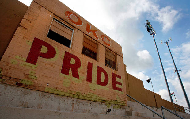 The deteriorating conditions of the historic Taft Stadium on Tuesday, July 3, 2007, in Oklahoma City, Okla.  staff photo by CHRIS LANDSBERGER  ORG XMIT: KOD