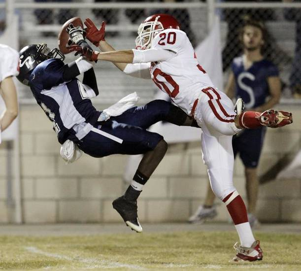 Jovia Franklin (21) of El Reno makes a catch over the defense of Kale Thaxton (20) of Duncan during the high school football game between Duncan and El Reno in El Reno, Okla., Friday, November 6, 2009. Photo by Nate Billings, The Oklahoman ORG XMIT: KOD