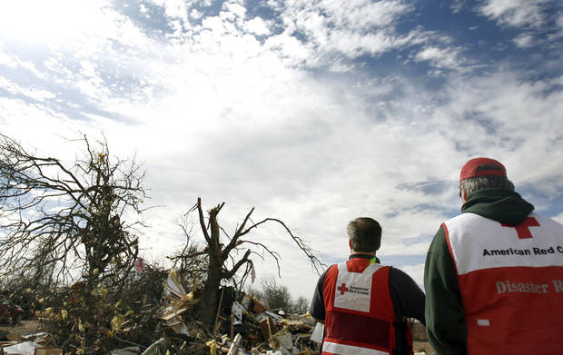 The American Red Cross surveys damage in Lone Grove, Okla., Thursday, Feb. 12, 2009, PHOTO BY SARAH PHIPPS, THE OKLAHOMAN
