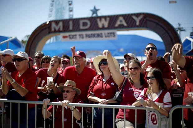 OU fans cheer as the team arrives before the Red River Rivalry college football game between the University of Oklahoma Sooners (OU) and the University of Texas Longhorns (UT) at the Cotton Bowl on Saturday, Oct. 2, 2010, in Dallas, Texas.   Photo by Bryan Terry, The Oklahoman