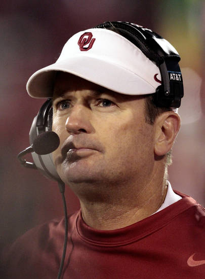 Head coach Bob Stoops wathces the closing minutes of the second half of the college football game where the University of Oklahoma Sooners (OU) were defeated by the Fighting Irish of Notre Dame (ND) 30-13 at Gaylord Family-Oklahoma Memorial Stadium in Norman, Okla., on Saturday, Oct. 27, 2012. Photo by Steve Sisney, The Oklahoman