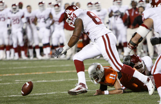 Frank Alexander picks up a Zac Robinson fumble on a two-point conversion during the second half of the college football game between the University of Oklahoma Sooners (OU) and Oklahoma State University Cowboys (OSU) at Boone Pickens Stadium on Saturday, Nov. 29, 2008, in Stillwater, Okla. STAFF PHOTO BY NATE BILLINGS