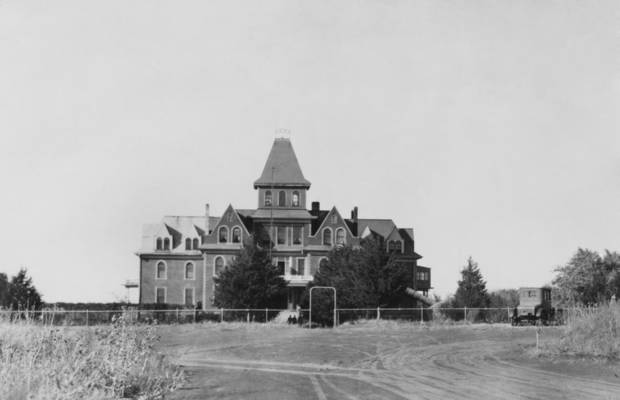 "STREET SCENES / CHILDREN'S HOME:  ""Odd Fellow Childrens' Home, Alfalfa County, Okla."""