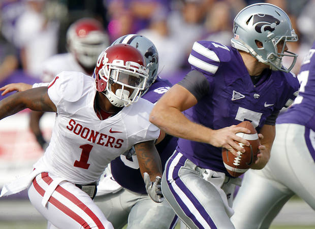 Oklahoma Sooners' Tony Jefferson (1) puts pressure on Kansas State Wildcats' quarterback Collin Klein (7) during the college football game between the University of Oklahoma Sooners (OU) and the Kansas State University Wildcats (KSU) at Bill Snyder Family Stadium on Saturday, Oct. 29, 2011. in Manhattan, Kan. Photo by Chris Landsberger, The Oklahoman  ORG XMIT: KOD