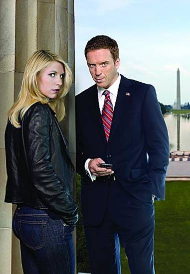 "Claire Danes as Carrie Mathison and Damian Lewis as Nicholas ""Nick"" Brody in Homeland (Season 2, gallery) - Photo: Nadav Kander/SHOWTIME - Photo ID: homeland_gal_S2_PR01_COLUMN_4C_300"