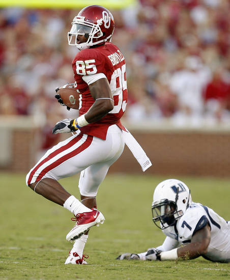 OU's Ryan Broyles gets away from Utah State's Chris Randle during the first half of the college football game between the University of Oklahoma Sooners (OU) and Utah State University Aggies (USU) at the Gaylord Family-Oklahoma Memorial Stadium on Saturday, Sept. 4, 2010, in Norman, Okla.   Photo by Bryan Terry, The Oklahoman