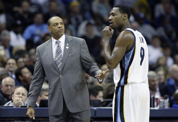 Memphis Grizzlies coach Lionel Hollins, left, talks to Grizzlies' Tony Allen (9) during the second half of an NBA basketball game in Memphis, Tenn., Friday, Nov. 16, 2012. The Memphis Grizzlies defeated the New York Knicks 105-95. (AP Photo/Danny Johnston)