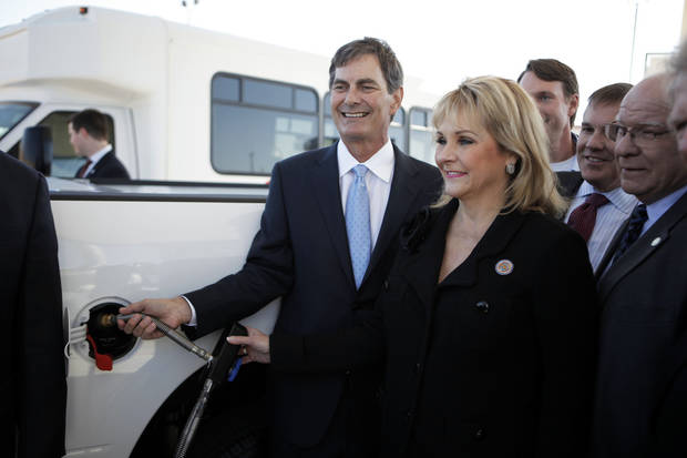 Jim Griffith, OnCue Express CEO, and Oklahoma Gov. Mary Fallin fill up a truck with CNG on Thursday at an OnCue Express in Oklahoma City to celebrate the sale of 3 million gallons of compressed natural gas. Photo by Garett Fisbeck, The Oklahoman <strong>GARETT FISBECK</strong>