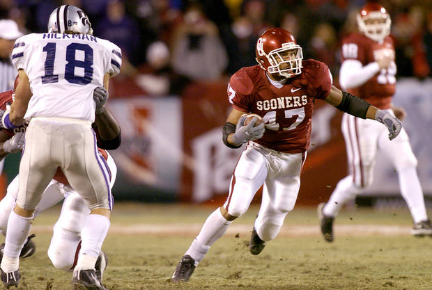 UNIVERSITY OF OKLAHOMA VS KANSAS STATE UNIVERSITY BIG 12 CHAMPIONSHIP COLLEGE FOOTBALL AT ARROWHEAD  STADIUM IN KANSAS CITY, MISSOURI, DECEMBER 6, 2003.   OU Sooner #47 Renaldo Works looks for running room against KSU.  Staff photo by Ty Russell