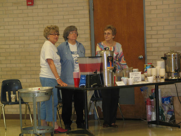 Betty Batt, Pat Russell and Barbara Dull serving tea, coffee and punch<br/><b>Community Photo By:</b> Karen Erbin<br/><b>Submitted By:</b> Karen, Harrah