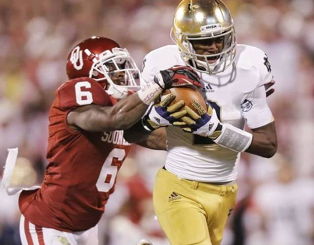Notre Dame's Chris Brown makes a catch in front of OU's Demontre Hurst. Photo by Chris Landsberger, The Oklahoman