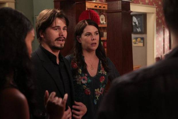 "PARENTHOOD -- ""Family Portrait"" Episode 401 -- Pictured: (l-r) Jason Ritter as Mark Cyr, Lauren Graham as Sarah -- (Photo by: Chris Haston/NBC)"