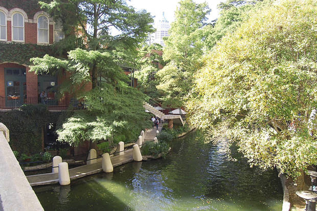 San Antonio�s River Walk connects many of the city�s family-friendly sites.