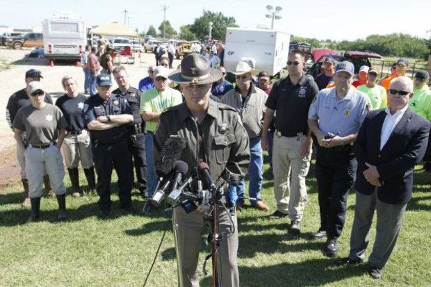 TORNADO / DEATH / CHILD / RECOVERY / OHP: Oklahoma Highway Patrol Capt. Chris West makes an announcement that the body of missing three-year-old Ryan Hamil had been found and recovered in Piedmont, OK, Thursday, May 26, 2011. Ryan has been missing since a tornado struck his family's home on Tuesday, May 24, 2011.By Paul Hellstern, The Oklahoman ORG XMIT: KOD