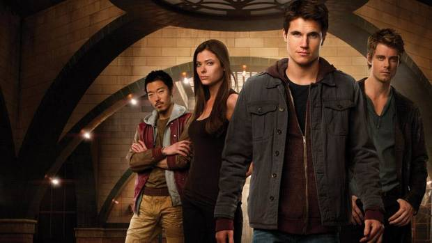 """THE TOMORROW PEOPLE"": (L-R): Aaron Yoo as Russell, Peyton List as Cara, Robbie Amell as Stephen, and Luke Mitchell as John -- Photo: Mathieu Young/The CW -- © 2013 The CW Network, LLC. All rights reserved."