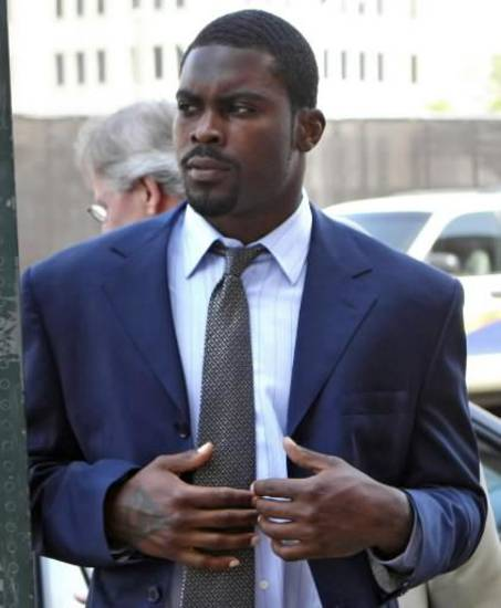 This June 9, 2009 file photo shows  Michael  Vick arriving at the Norfolk Federal Court n Norfolk, Va.  Vick's lawyer, Paul Campsen, disclosed the basic outline of a new bankruptcy plan Tuesday June 30, 2009, in U.S. Bankruptcy Court in Norfolk. (AP Photo/Jason Hirschfeld, File)