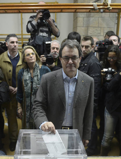 The leader of center-right Catalan Nationalist Coalition (CiU), Artur Mas casts his vote during elections for the 'Generalitat de Catalunya' (Catalan Autonomous Government) in Barcelona, Sunday, Nov. 25, 2012. Voters in Catalonia begin casting their ballots in regional elections that could determine the future shape of Spain. If voters give the regional government strong support, its leader pledged to hold a referendum asking Catalans if they'd prefer to split from Spain and go it alone in the 27-member EU. (AP Photo/Manu Fernandez)