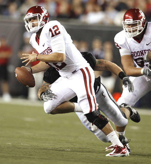 Sooner quarterback Landry Jones (12) scrambles during the second half of the college football game between the University of Oklahoma Sooners (OU) and the University of Cincinnati Bearcats (UC) at Paul Brown Stadium on Saturday, Sept. 25, 2010, in Cincinnati, Ohio.   Photo by Steve Sisney, The Oklahoman