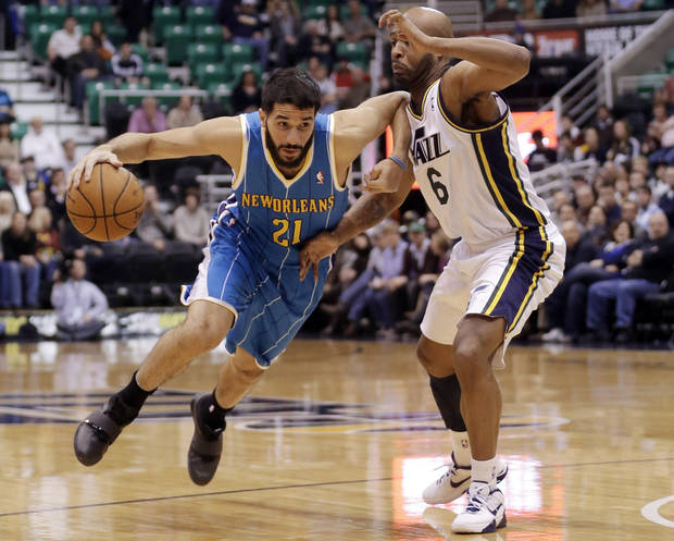 New Orleans Hornets' Greivis Vasquez (21), of Venezuela, drives around Utah Jazz's Jamaal Tinsley (6)in the first quarter during an NBA basketball game Wednesday, Jan. 30, 2013, in Salt Lake City. (AP Photo/Rick Bowmer)