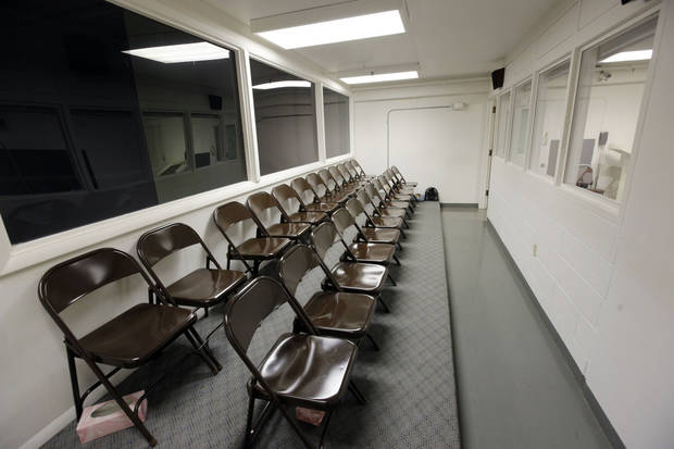 The viewing area for the death chamber on H Unit at the Oklahoma State Penitentiary in McAlester, Okla., Wednesday, Dec. 7, 2011. <strong>NATE BILLINGS - THE OKLAHOMAN</strong>