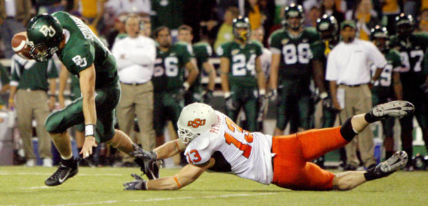 Baylor quarterback Blake Szymanski (6) runs away from OSU's Nathan Peterson (13) in the second half during the college football game between Oklahoma State University and Baylor University at Floyd Casey Stadium in Waco, Texas, Saturday, Nov. 17, 2007. BY MATT STRASEN, THE OKLAHOMAN