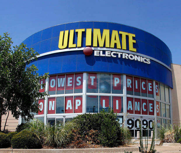 Ultimate Electronics, 515 SW 74, off Interstate 240, closed in 2011. <strong>JIM BECKEL - THE OKLAHOMAN ARCHIVES</strong>