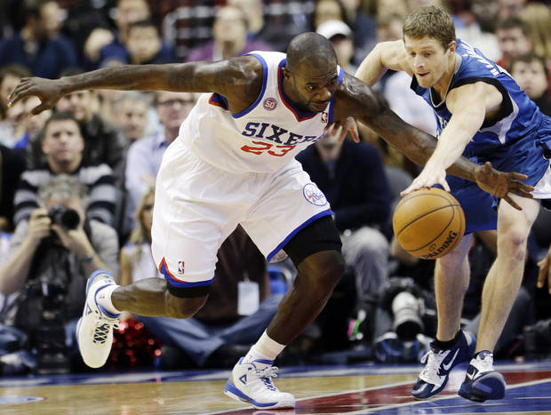 Philadelphia 76ers' Jason Richardson, left, and Minnesota Timberwolves' Luke Ridnour chase a loose ball in the first half of an NBA basketball game, Tuesday, Dec. 4, 2012, in Philadelphia. (AP Photo/Matt Slocum)