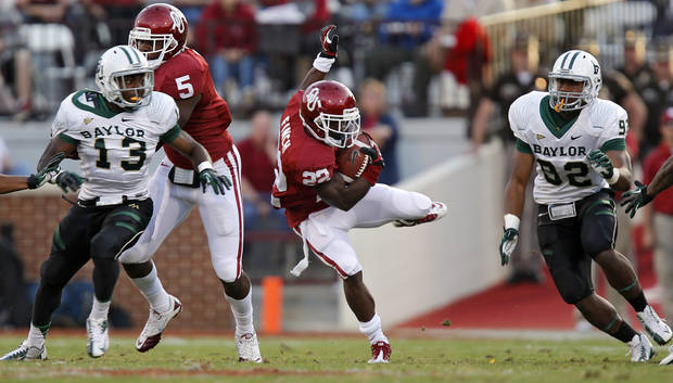 Oklahoma's Roy Finch (22) slips through a gap in the Baylor coverage on a kick return during the college football game between the University of Oklahoma Sooners (OU) and Baylor University Bears (BU) at Gaylord Family - Oklahoma Memorial Stadium on Saturday, Nov. 10, 2012, in Norman, Okla.  Photo by Chris Landsberger, The Oklahoman