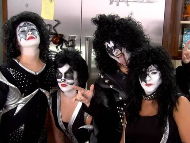 "From left, August Brooks, Allie Brooks, Trisha Yearwood, and friend Kim LeFlore dress as KISS for Saturday's Halloween episode of ""Trisha's Southern Kitchen."" (Photo: Food Network)"