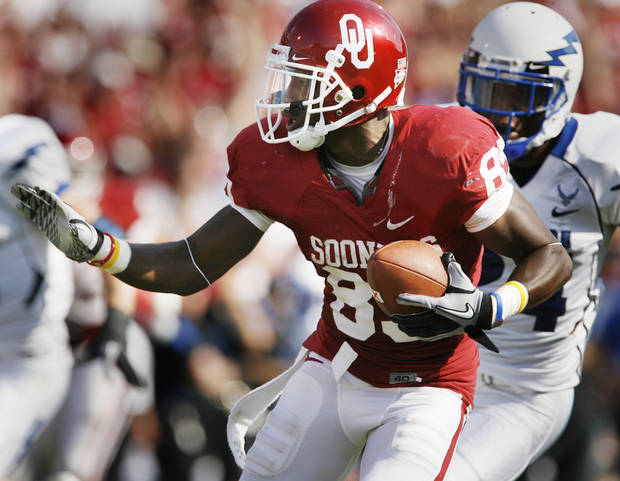 Ryan Broyles (85) runs after a long catch and run during the second half of the college football game where the University of Oklahoma Sooners (OU) defeated the Air Force Falcons 27-24 at Gaylord Family-Oklahoma Memorial Stadium on Saturday, Sept. 18, 2010, in Norman, Okla.   Photo by Steve Sisney, The Oklahoman
