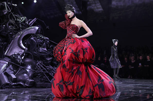 Models wear creations by British fashion designer Alexander McQueen as part of his Fall/Winter 2009-2010 ready-to-wear collection in Paris, Tuesday, March 10, 2009. (AP Photo/Thibault Camus) ORG XMIT: THC104