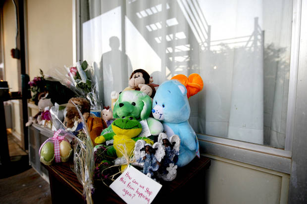 Makeshift memorial for 2-year-old Liliana Rodriguez. BY BRYAN TERRY, THE OKLAHOMAN
