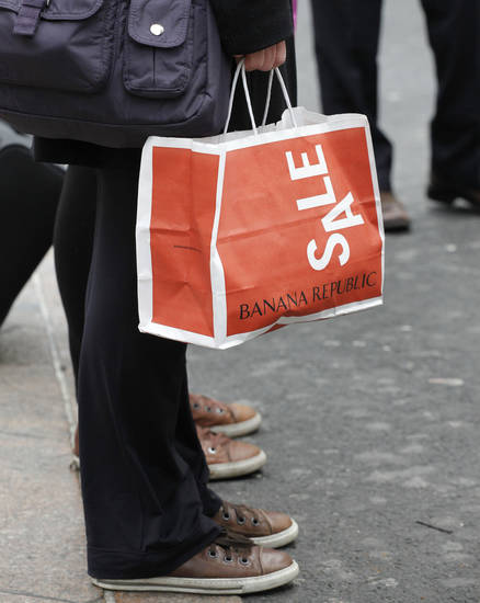 **HOLD FOR RETAIL SALES**A shopper carries a Banana Republic bag, Tuesday, April 5, 2011 in New York. (AP Photo/Mark Lennihan)