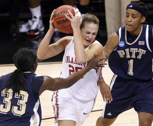 OU's Whitney Hand drives between Pittsburgh's Xenia Stewart, left, and Shavonte Zellous during the NCAA women's basketball tournament game between Oklahoma and Pittsburgh at the Ford Center in Oklahoma City, Sunday, March 29, 2009.  PHOTO BY BRYAN TERRY, THE OKLAHOMAN