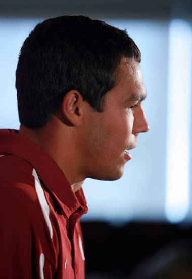 OU FOOTBALL: Quarterback Sam Bradford talks to the media during Bob Stoops' weekly media lunch and press conference at the University of Oklahoma in Norman, Oklahoma on Tuesday August 26, 2008.    BY STEVE SISNEY, THE OKLAHOMAN    ORG XMIT: KOD