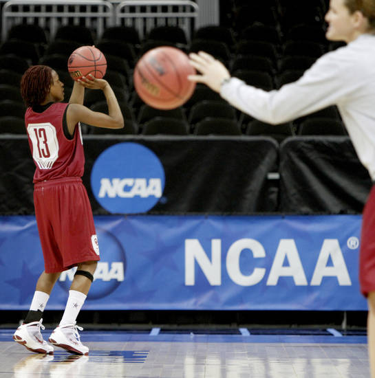 OU&#039;s Danielle Robinson lines up a shot during practice in Kansas City, Mo., on Saturday, March 27, 2010. The University of Oklahoma will play Notre Dame in the Sweet 16 round of the NCAA women&#039;s  basketball tournament on Sunday.
