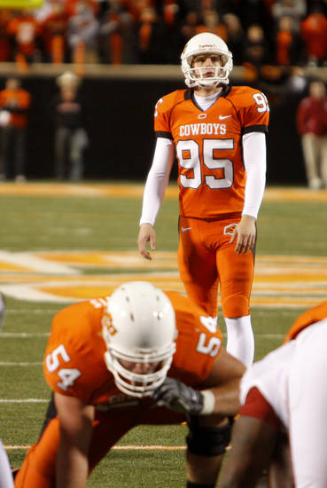 Dan Bailey lines up his first field goal in the college football game between the University of Oklahoma Sooners (OU) and Oklahoma State University Cowboys (OSU) at Boone Pickens Stadium on Saturday, Nov. 29, 2008, in Stillwater, Okla. STAFF PHOTO BY DOUG HOKE