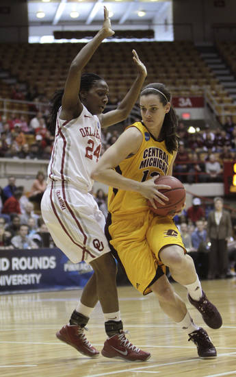 Central Michigan's Jessica Schroll, right, drives to the basket against Oklahoma's Sharane Campbell during the first half of a first-round game in the women's NCAA college basketball tournament Saturday, March 23, 2013, in Columbus, Ohio. (AP Photo/Jay LaPrete) ORG XMIT: OHJL102