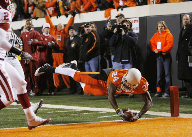 OSU's Kendall Hunter dives in for a touchdown during the first half of the college football game between the University of Oklahoma Sooners (OU) and Oklahoma State University Cowboys (OSU) at Boone Pickens Stadium on Saturday, Nov. 29, 2008, in Stillwater, Okla. STAFF PHOTO BY CHRIS LANDSBERGER