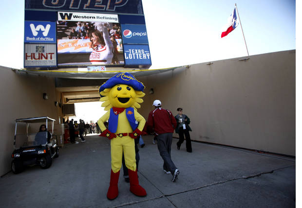 The Sun Bowl mascot stands in the tunnel before the start of the Brut Sun Bowl college football game between the University of Oklahoma Sooners (OU) and the Stanford University Cardinal on Thursday, Dec. 31, 2009, in El Paso, Tex.   Photo by Chris Landsberger, The Oklahoman