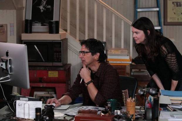 "PARENTHOOD -- ""Family Portrait"" Episode 401 -- Pictured: (l-r) Ray Romano as Hank, Lauren Graham as Sarah -- (Photo by: Chris Haston/NBC)"