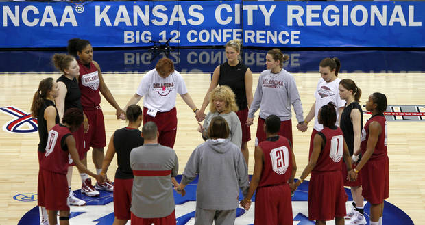 OU coach Sherri Coale talks to her team during practice in Kansas City, Mo., on Saturday, March 27, 2010. The University of Oklahoma will play Notre Dame in the Sweet 16 round of the NCAA women&#039;s  basketball tournament on Sunday.