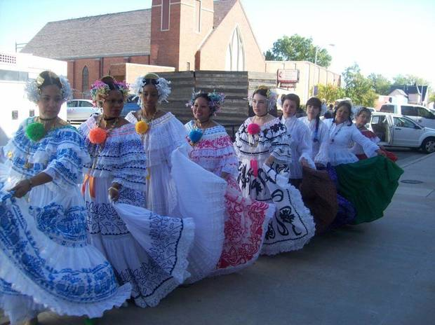 Panamanian cancers perform at Panama's Independence Day celebration last year in Oklahoma. Photo provided. <strong></strong>