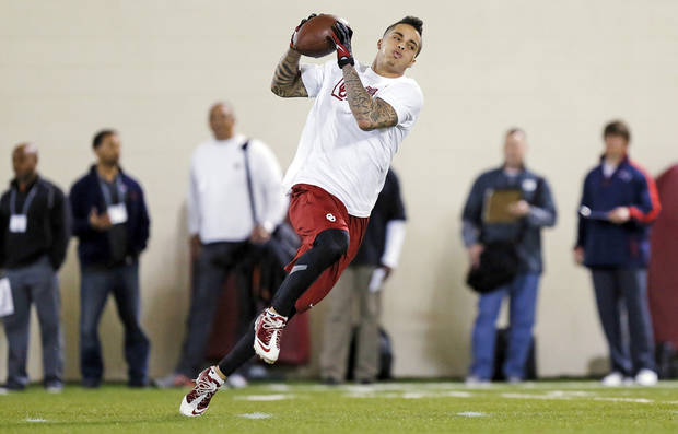 Kenny Stills catches a pass during OU Pro Day, showcasing players' abilities for NFL football scouts, at the Everest Indoor Training Center on the campus of the University of Oklahoma in Norman, Okla., Wednesday, March 13, 2013. Photo by Nate Billings, The Oklahoman