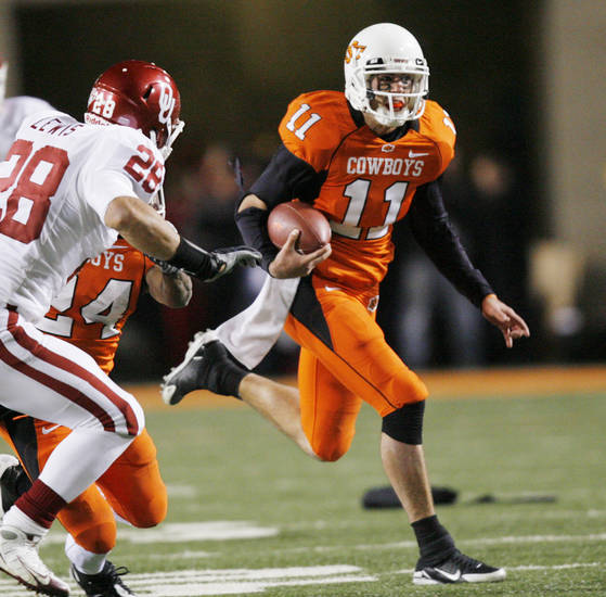 Zac Robinson looks for daylight during the first half of the college football game between the University of Oklahoma Sooners (OU) and Oklahoma State University Cowboys (OSU) at Boone Pickens Stadium on Saturday, Nov. 29, 2008, in Stillwater, Okla. STAFF PHOTO BY CHRIS LANDSBERGER